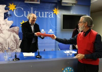 Entrega placa. Antonio Colinas Y Francisco Blanco presidente de las Asociación