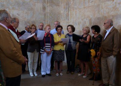 Ofrenda Floral: algunos miembros del Coro de la Unversidad