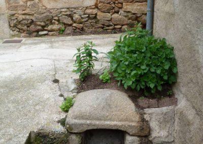 Fontana del S. XIII llamada Fuentecilla del Llamillo donde tuvo una anécdota con una mujer